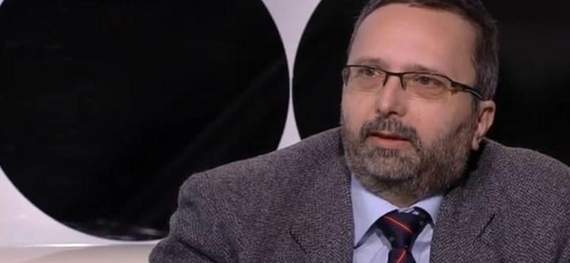Antall Péter bepereli a like-olási ügy után kirúgott munkatársát