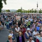 Hiába tolják a civil törvény szavazását, a tüntetés marad