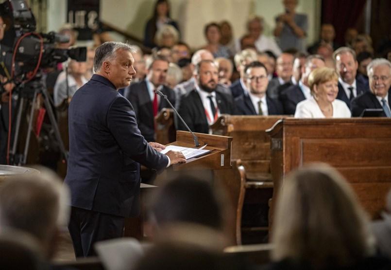 Átjárhatóbb határokért is imádkoztak Orbán és Merkel előtt Sopronban