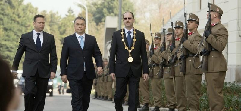 Orbán: Nem lesz sorkatonaság