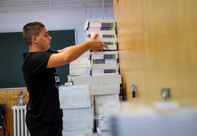 Kinek jár ingyenes tankönyv a 2020/2021-es tanévben?