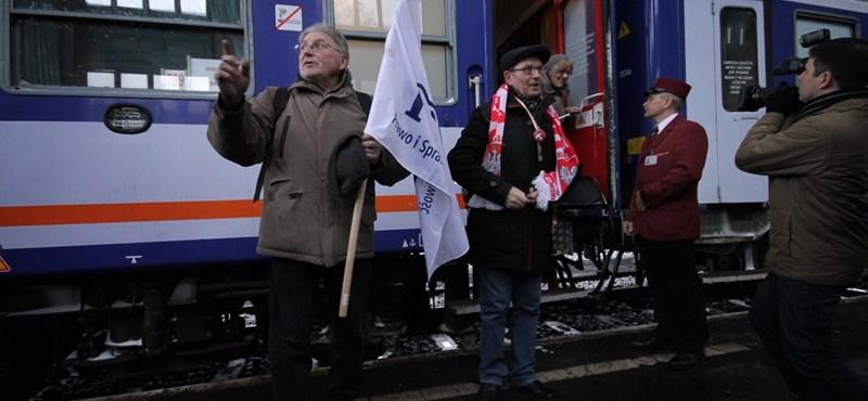"""""""Horror"""" – kibuktak a MÁV-ra a Békemenetre ideérkezett lengyelek"""