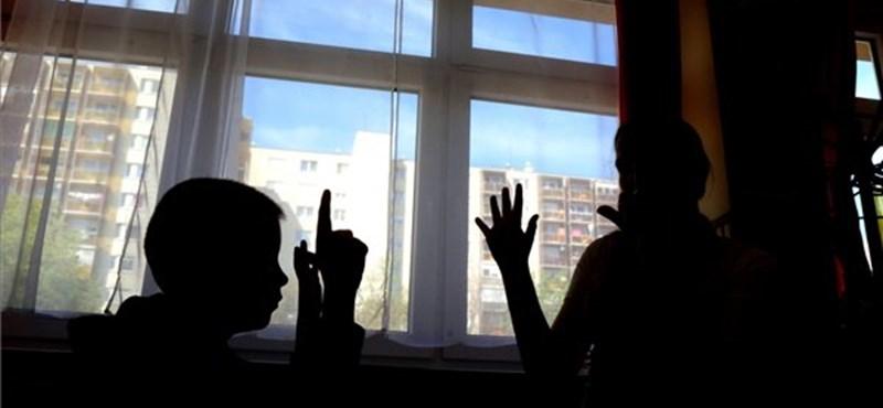 Indulnak a háromhetes iskolaőri képzések - szeptemberben munkába állnak