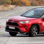 Elhasalt az új Toyota RAV4 a jávorszarvasteszten, de gyorsan léptek a japánok