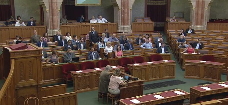Kitiltották a Parlamentből az Index újságíróját