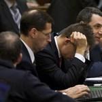 Lázárra és Vargára bízza kettévágott kormányát Orbán
