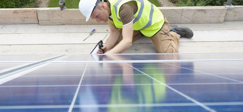 Napelem-telepítést indít a lakosságnak jövőre az állam