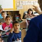 Újra vizsgázniuk kell a tanároknak: jó eredmény nélkül egy pedagógus sem kaphat állást