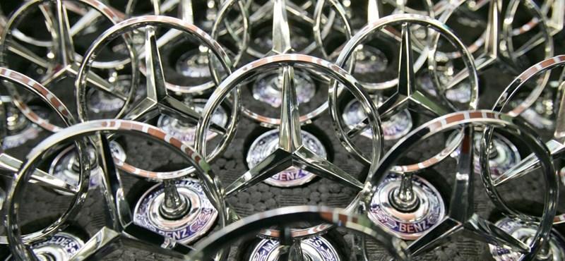 A Daimler kormányozhatja el a szakadék pereméről az országot