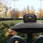 A Dunába dobta az új Kolodko-szobrot a Mi Hazánk politikusa
