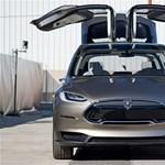 Holnap mutatják be a Tesla Model X-et – itt egy videó a legmenőbb részéről