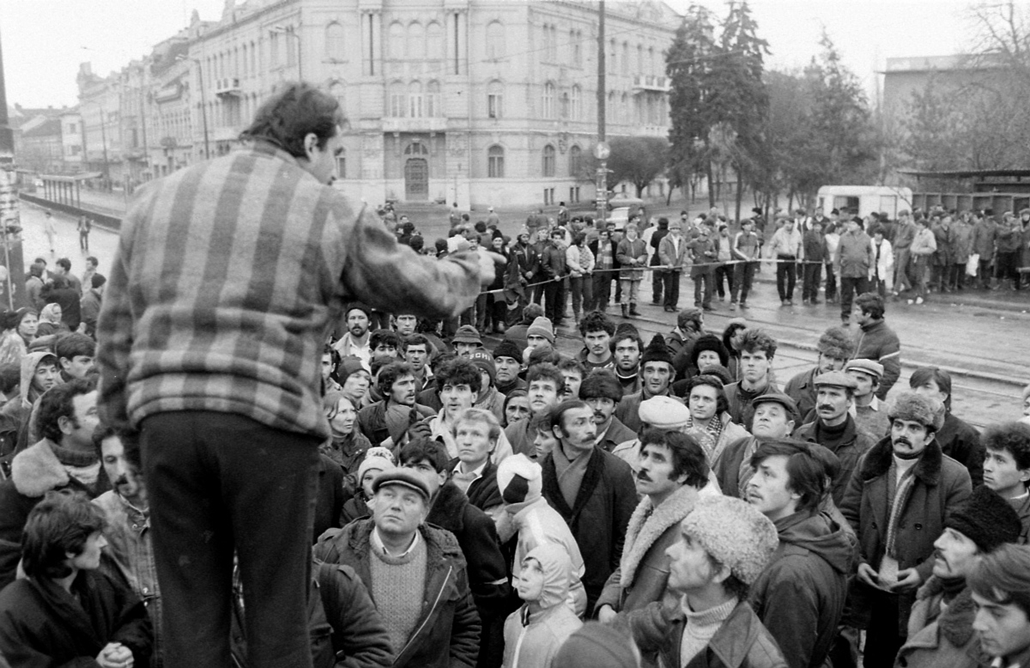 fortepan. Temesvár 1989, román forradalom - 1989 December 16. sugárút és a Tudor Vladimirescu út kereszteződése.