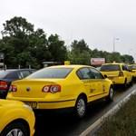Ma sem demonstrálnak az Uber ellen a Főtaxi sofőrjei
