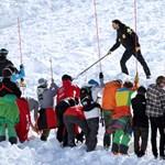 Kisfiút vitt el a lavina, 40 perccel később húzták ki a hó alól