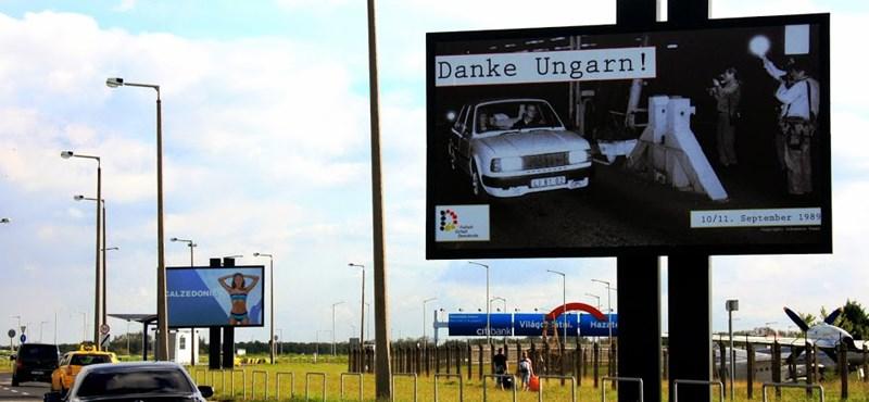 """""""Danke, Ungarn"""" – új plakát jelent meg Ferihegyen"""