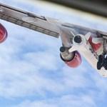 Hatalmas rakétával a szárnya alatt szállt fel a Virgin repülőgépe – videó