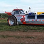 Ilyet sem láttunk még: traktorból csináltak limuzint – videó
