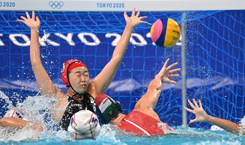 Women's water polo team wins harder than expected at Tokyo Olympics, Djokovic walks out - minute by minute