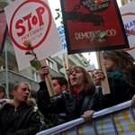 """""""Hoffmann Rózsa, miért nem mondasz le?"""" - tüntettek az egyetemisták Budapesten"""