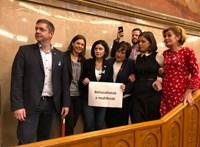 Rabszolgatörvény: botrány a Parlamentben, az ellenzék elfoglalta a pulpitust - élő