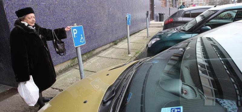 Megszűnik a fizetős parkolás Zalakaroson