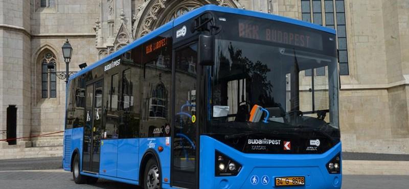 Itt a 16B, az új buszjárat a Várba