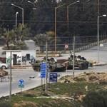 Harckocsikkal támadja a szíriai kormányhadsereg Deraa városát