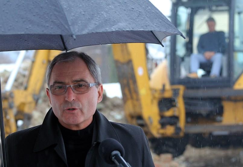 Választóival nem beszél, de irodát félmillióért bérel Miskolcon a fideszes Hubay György