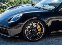 A Porsche megmutatta a 650 lóerős új 911 Turbo S-t