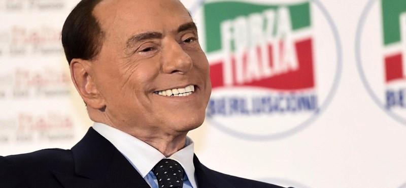 Viaszbábúra hasonlít a szétműtött arcú Berlusconi – fotó