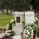 Fotó: Felavatták Für Lajos síremlékét