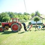Tényleg a traktorhúzás a falusi diákok kedvenc időtöltése?