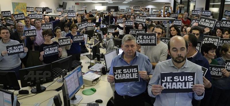 Erős fotóval emlékeznek a párizsi áldozatokra az AFP újságírói