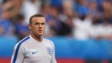 Félpályás gólt lőtt Wayne Rooney – videó