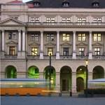 Étterem is nyílik a Kossuth téri minisztériumban, újra elterelik a trolit