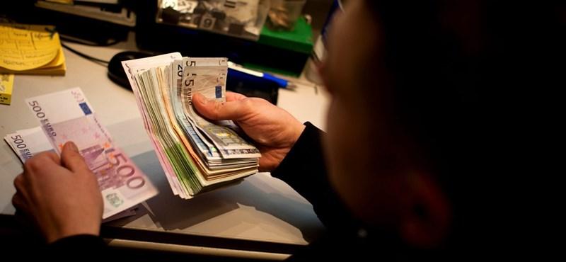 Történelmi mélyponton a forint! 328 forintba kerül egy euró