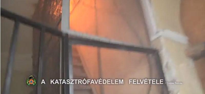 Exkluzív tűzoltósági videó az Andrássy úti tűzről