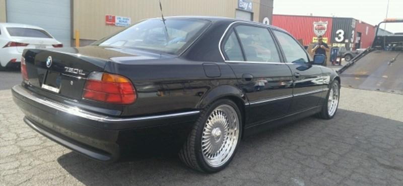 Eladó a BMW, amiben agyonlőtték Tupacet