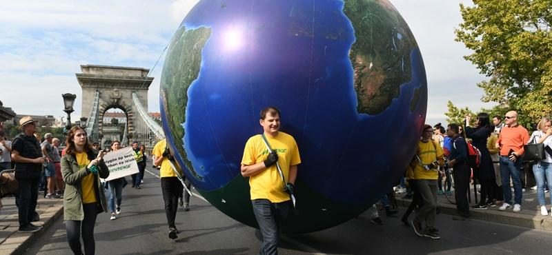 Több ezer diák vonul Budapesten, hogy a klímaváltozás ellen harcoljon
