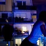 Kék fény: a Duna Aréna szomszédjai hiába remélik, hogy a vizes vb egyszer véget ér