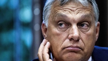 Orbán az adófizetők pénzén újabb hazugságokat terjeszt – mondta Verhofstadt az újabb kormánypropagandát látva