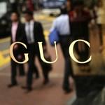 Egészségügyi maszkot gyárt a Gucci és a Saint Laurent is