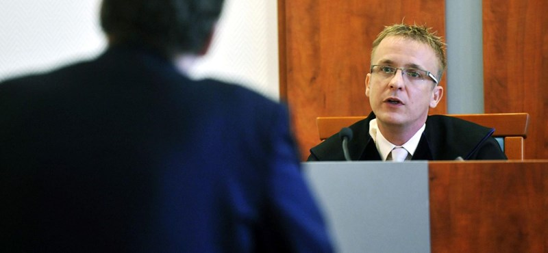 Fegyelmi jár, ha kényes kérdést tesz fel a bíró?