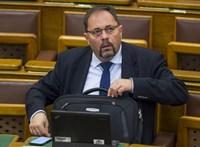 Az Országos Roma Önkormányzat is lemondásra szólítja fel Pócs Jánost