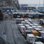 Bíróságon támadta meg a kormány a kamionosok életét megkeserítő jogszabályt