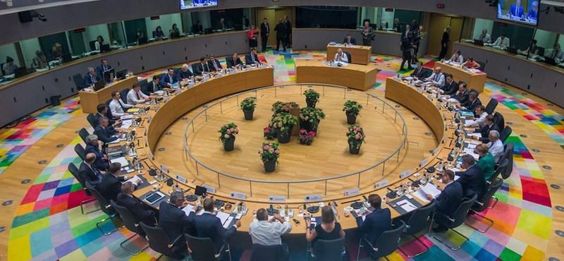 Az asztal szélére került Orbán Viktor Brüsszelben