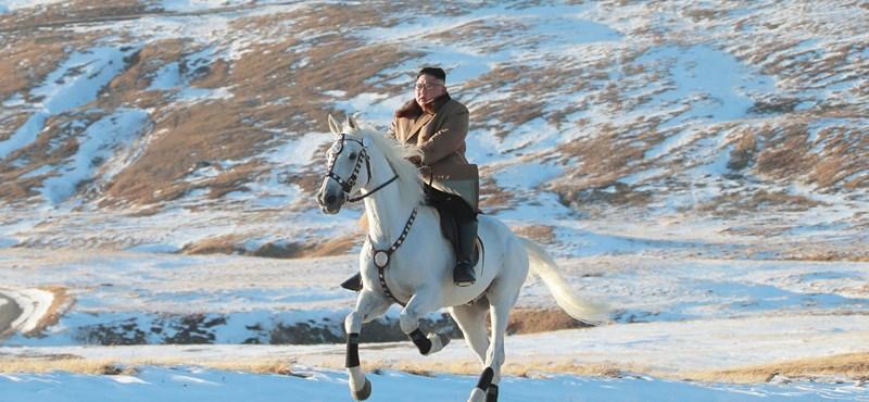 Kim Dzsong Un szerint Észak-Korea tökéletesen megakadályozta, hogy bejusson hozzájuk a koronavírus