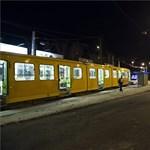 Megkéseltek egy embert szombat este a 37-es villamoson (fotók)