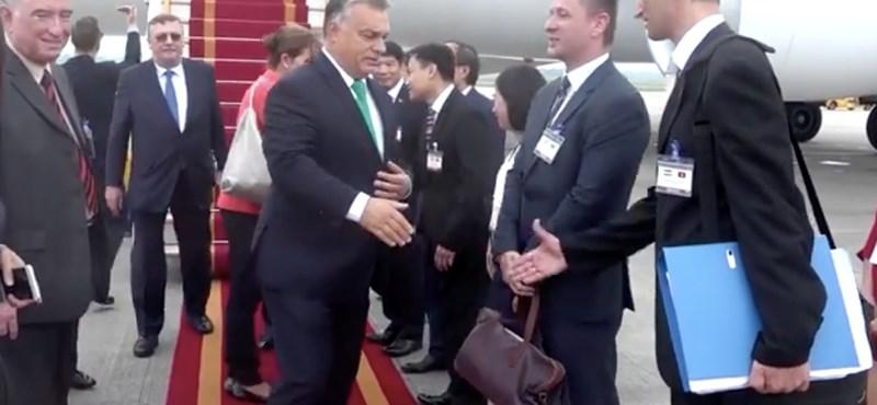 Orbán bejelentkezett Vietnamból