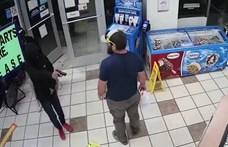 Felocsúdni sem tudott a fegyveres rabló, akit egy pillanat alatt elintézett egy vásárló – videó